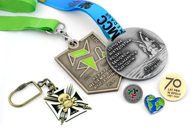 Medale, pinsy i breloki – wyjątkowe upominki okolicznościowe - Zdjęcie główne