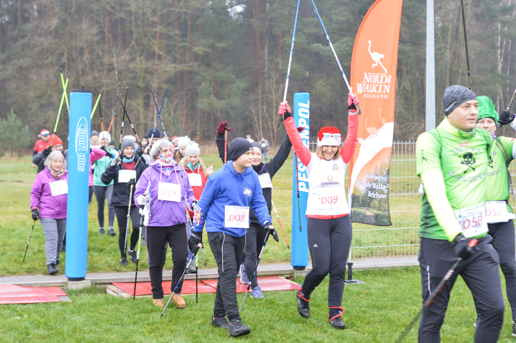 Charytatywny rajd Nordic Walking w Bełchatowie. Zebrane pieniądze trafią na zbiórkę dla Wiktorka [FOTO] - Zdjęcie główne