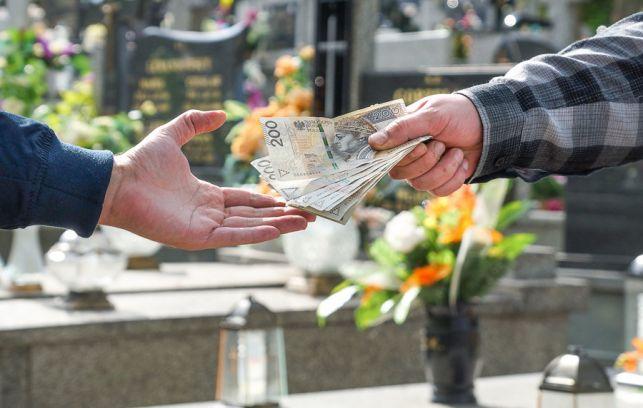 Kuria wprowadzi nową opłatę na cmentarzu? Spotkanie z księdzem ekonomem w magistracie - Zdjęcie główne