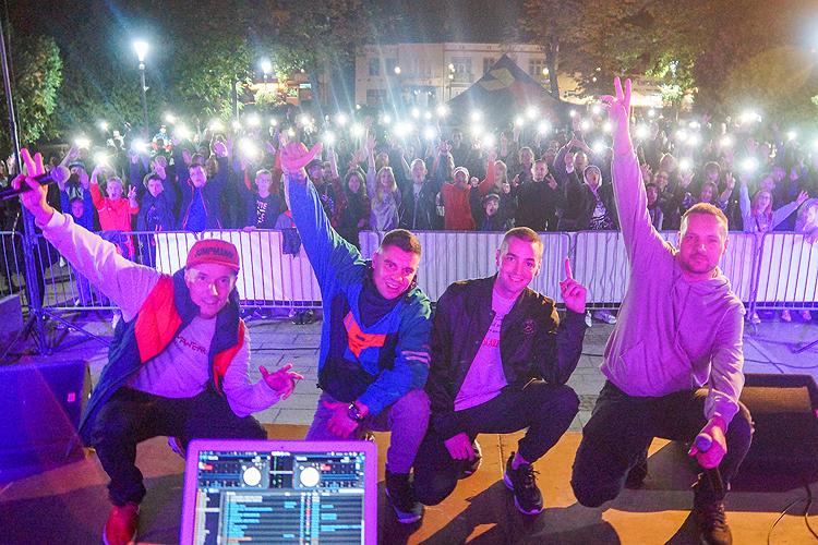 Legendy polskiego hip-hopu w Bełchatowie. Koncert Pokahontaz na pl. Narutowicza [FOTO] - Zdjęcie główne