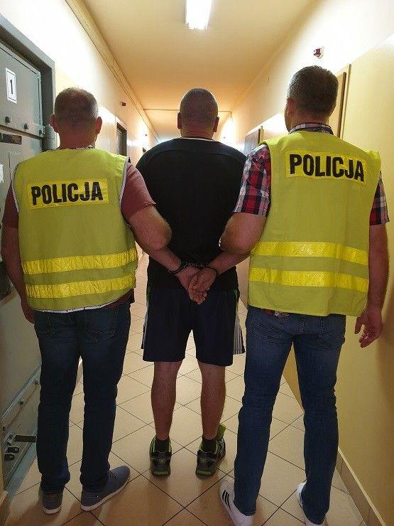 Bełchatowianin przewoził w workach nielegalny towar warty prawie 200 tys. zł.  Usłyszał już zarzuty - Zdjęcie główne