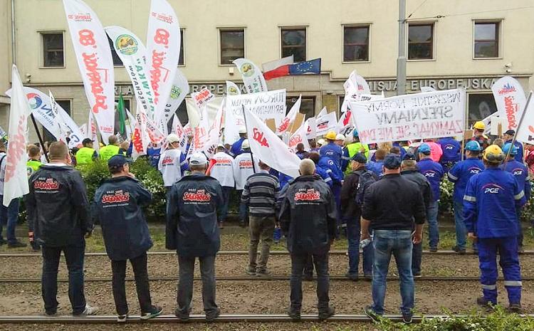 Zwierają szyki i jadą protestować pod siedzibę premiera. Wyznaczono datę pikiety związkowców w stolicy  - Zdjęcie główne