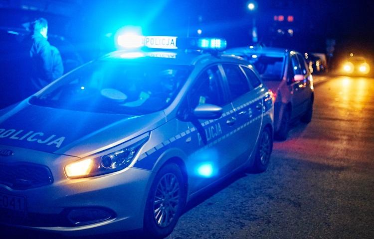 Policyjny pościg na ulicach Bełchatowa. Uciekający kierowca szarżował jezdnią i chodnikiem - Zdjęcie główne