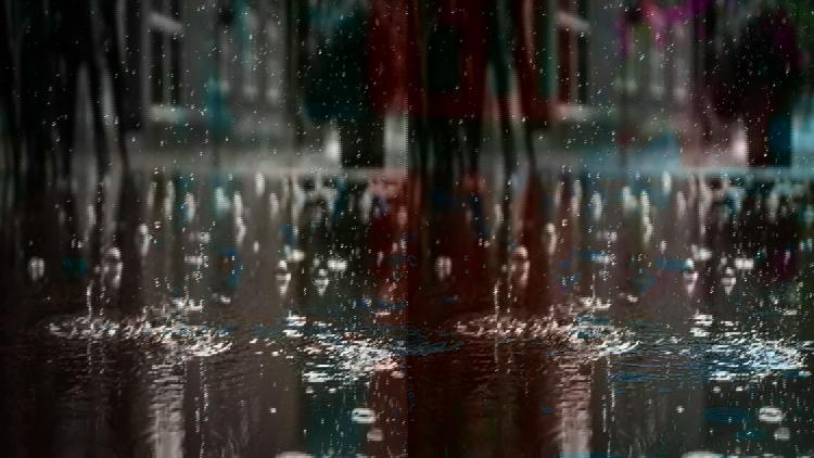 Synoptycy ostrzegają przed deszczem i burzami w powiecie bełchatowskim. Kiedy załamanie pogody?  - Zdjęcie główne