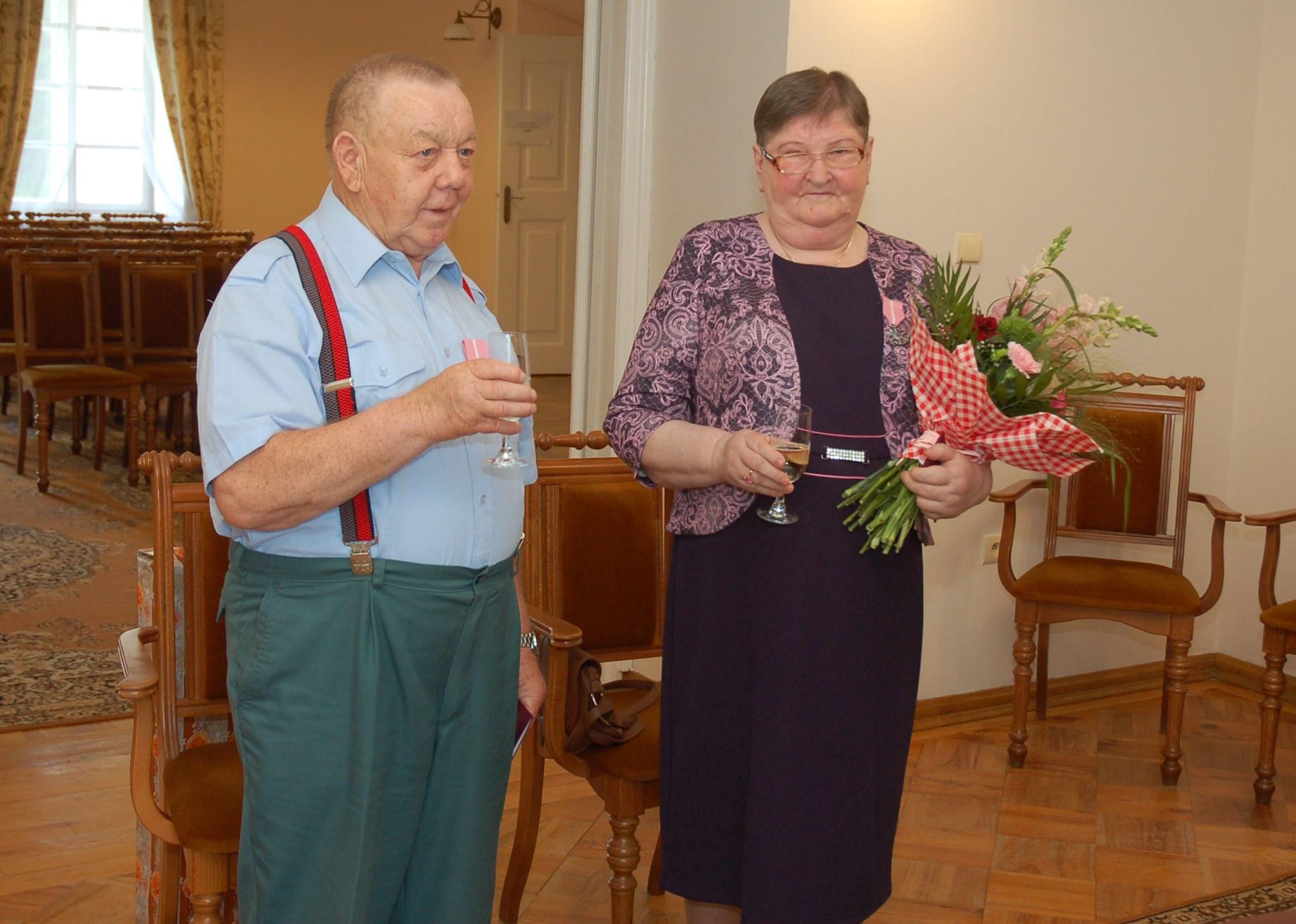 Kwiaty, toasty i medale Prezydenta RP. Para z gminy Bełchatów świętowała 50 lat w małżeństwie [FOTO] - Zdjęcie główne