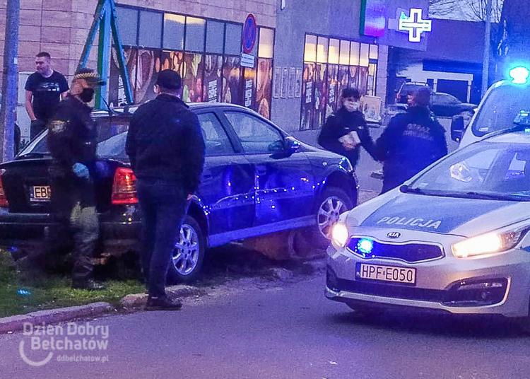 Rozbił auto na Dolnośląskim i wysiadł z piwem w ręku. Świadkowie nie pozwolili mu uciec [FOTO] - Zdjęcie główne