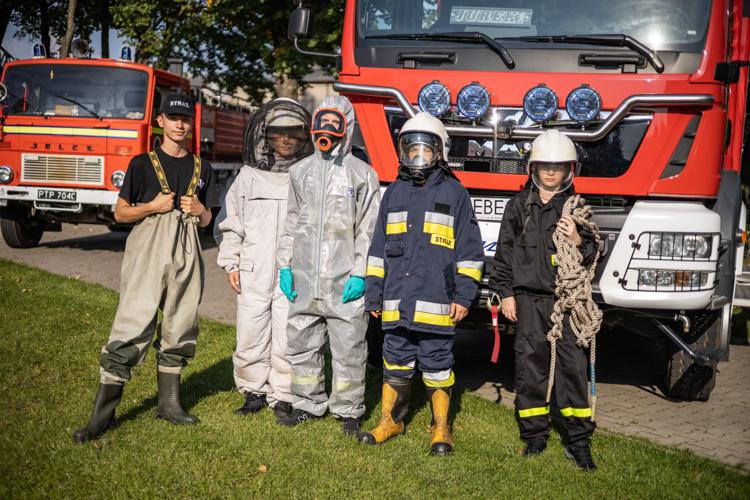 Strażacy zorganizowali piknik w Zelowie. Kiełbaski z grilla, konkursy i zabawa [FOTO] - Zdjęcie główne