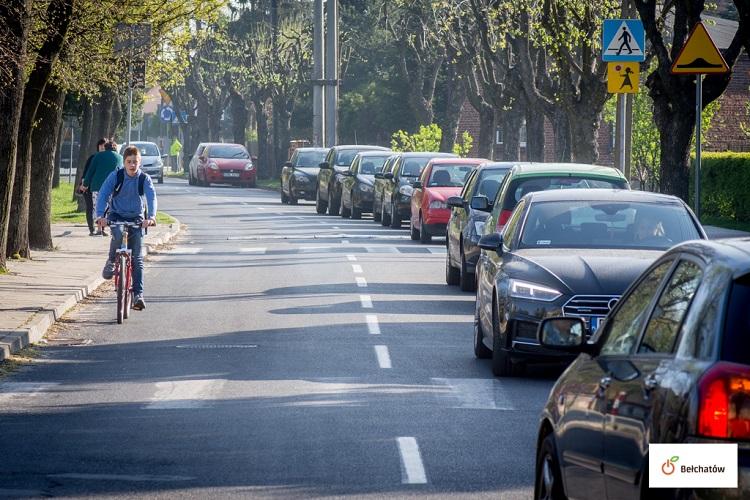 Kierowcy narzekali na problem z parkowaniem. Miasto znalazło rozwiązanie? - Zdjęcie główne