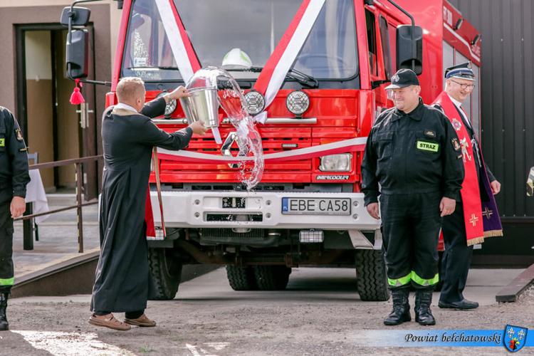 Strażacy świętowali, ksiądz święcił wóz strażacki. Zobacz, jak wyglądały obchody w Wygiełzowie [FOTO] - Zdjęcie główne