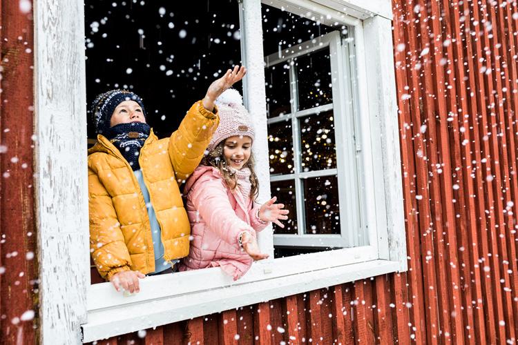 Zimowe komplety dla dzieci. Odkryj modne czapki, szaliki i rękawiczki! - Zdjęcie główne