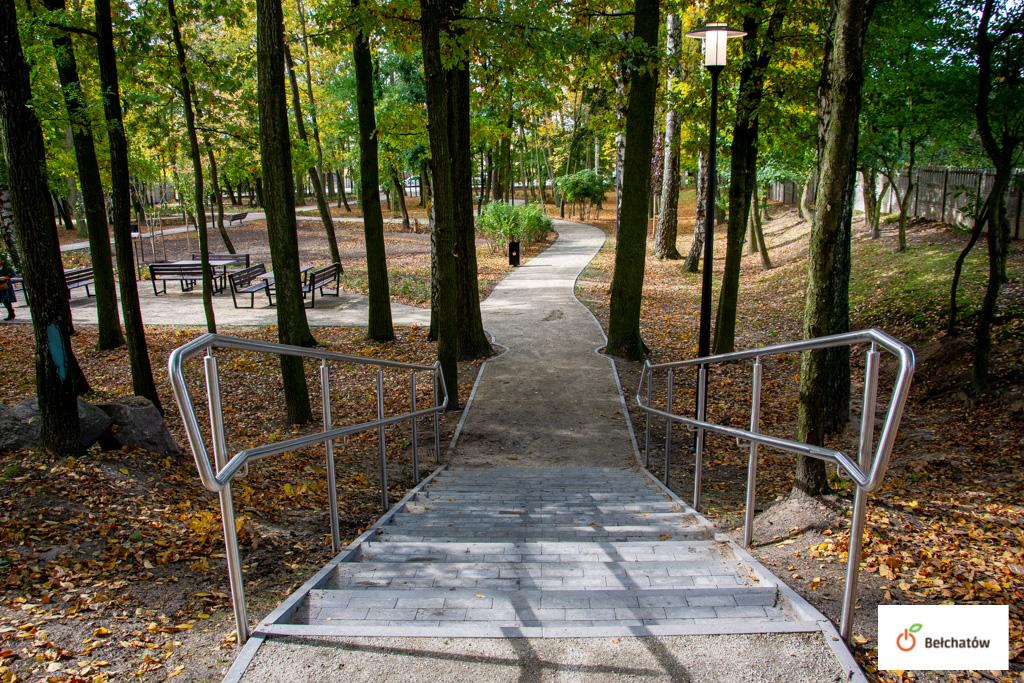 Park w Grocholicach odnowiony. Inwestycja kosztowała niemal milion złotych - Zdjęcie główne