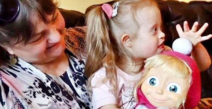 Dziewczynkę z zespołem Downa matka porzuciła w szpitalu. Rodzina z Bełchatowa stworzyła jej prawdziwy dom - Zdjęcie główne