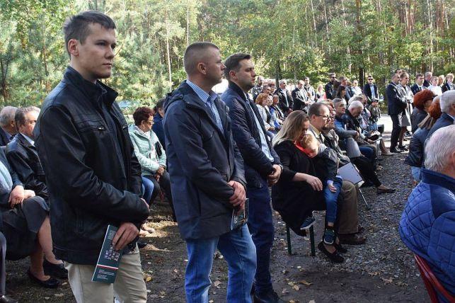Stanął pomnik, upamiętniający zamordowanych cywilów [FOTO] - Zdjęcie główne