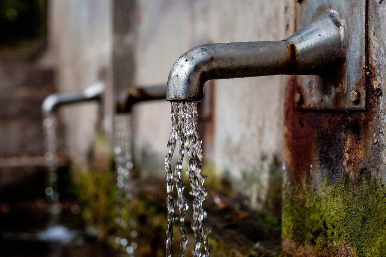 Komunikat dotyczący jakości wody w Bełchatowie i okolicach. Czy jest zdatna do picia?  - Zdjęcie główne