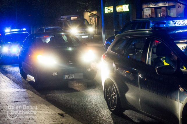 Wypadek na Wojska Polskiego. Samochód wjechał w młodą kobietę [FOTO] - Zdjęcie główne