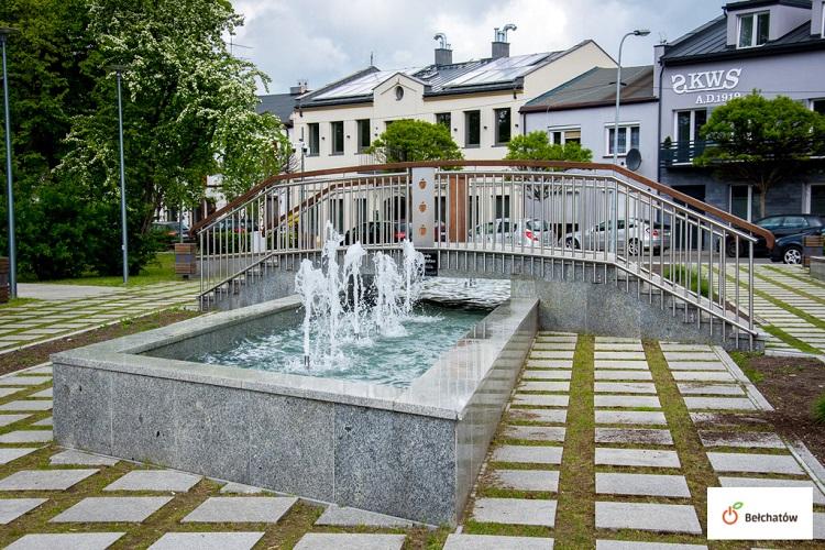 Fontanny miejskie w Bełchatowie już działają. Przygotowano też coś dla spragnionych w letnie upały [FOTO] - Zdjęcie główne