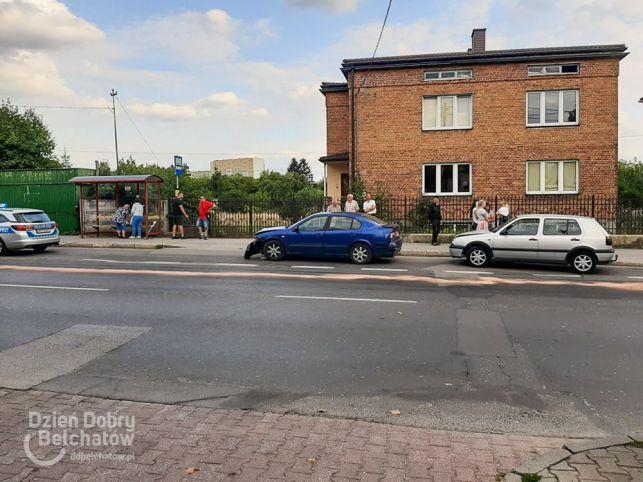 Zderzenie osobówek na ul. Pileckiego. Występują utrudnienia [FOTO] - Zdjęcie główne