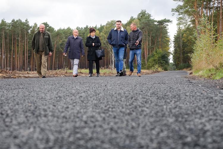 Wyremontowali drogę w gminie Bełchatów. Mieszkańcy szybciej dojadą do pracy w kopalni i elektrowni - Zdjęcie główne