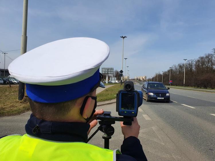 Uwaga kierowcy, rusza policyjna akcja! Więcej patroli na drogach, mierniki prędkości i wideorejestratory - Zdjęcie główne