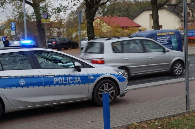 Ul. Wojska Polskiego. Rowerzysta wtargnął przed jadący samochód. Trafił do szpitala - Zdjęcie główne