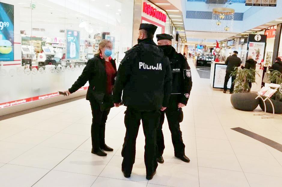 Policyjne kontrole w sklepach, aptekach i na stacjach paliw w Bełchatowie  - Zdjęcie główne