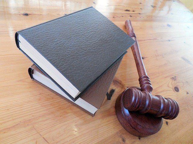 Kiedy można zwrócić się o pomoc do kancelarii radców prawnych? - Zdjęcie główne