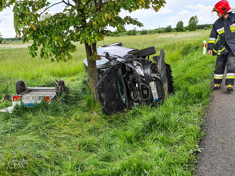 Uwaga kierowcy! Kolejny wypadek na drogach powiatu bełchatowskiego. Jedna osoba w szpitalu - Zdjęcie główne