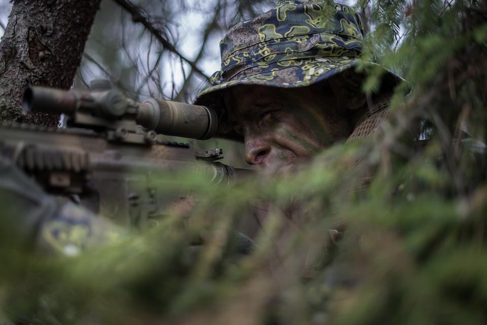 Pomysł na prezent dla strzelca: latarka taktyczna do broni. Znajdź najlepszą! - Zdjęcie główne