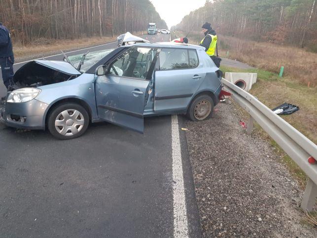 Śmiertelny wypadek pod Kaliskiem. W samochodzie jechały dwie kobiety i dziecko [FOTO] - Zdjęcie główne