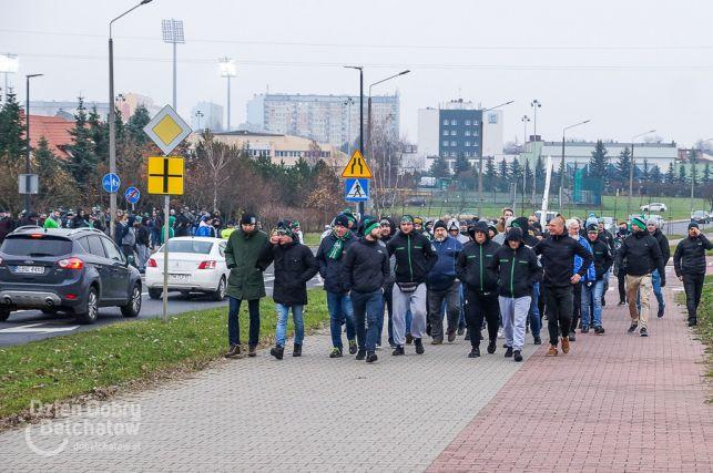 Manifestacja pod siedzibą PGE GiEK. Chcą zablokować drogi dojazdowe do kopalni i elektrowni [FOTO][VIDEO] - Zdjęcie główne