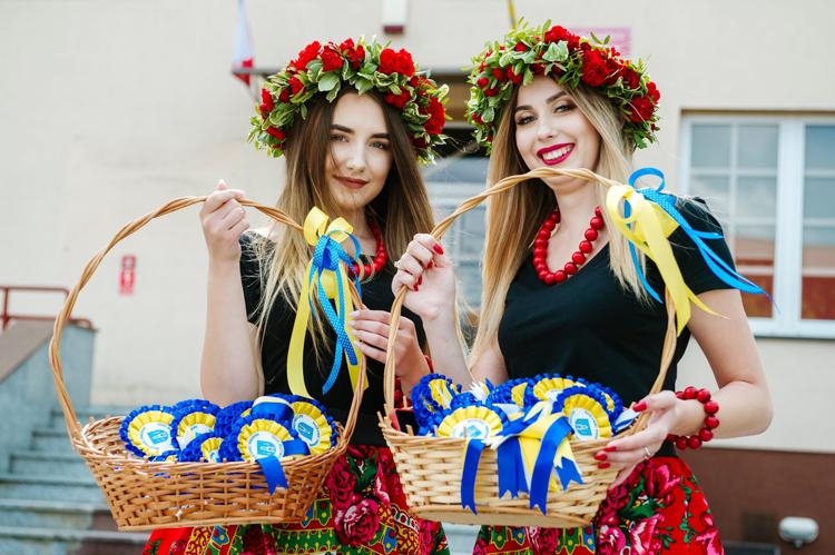 Mieszkańcy gminy Szczerców bawili się na dożynkach. Wieńce, chleb z miodem i ludowe tańce [FOTO] - Zdjęcie główne