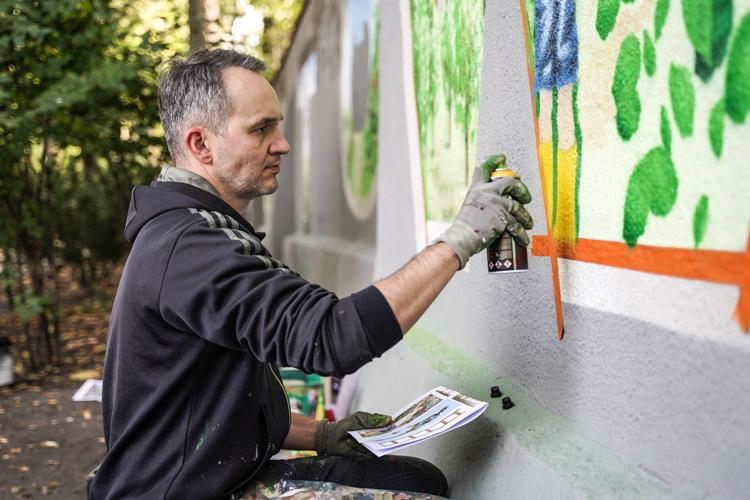 Mural na placu Narutowicza już prawie gotowy. Czy spodoba się mieszkańcom? [FOTO] - Zdjęcie główne