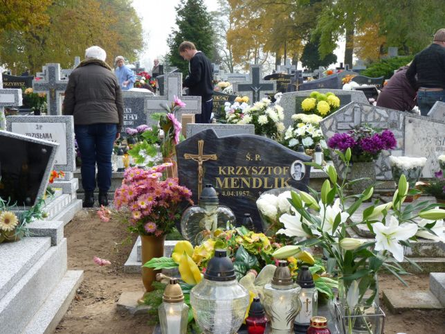 Kieszonkowcy na cmentarzach, włamania i pijani kierowcy - policja radzi jak unikać zagrożeń podczas świąt - Zdjęcie główne