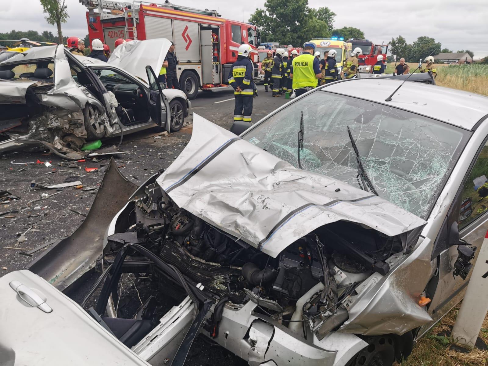 Fatalny wypadek pod Bełchatowem. Cztery osoby w szpitalu, jedna reanimowana na miejscu[FOTO] - Zdjęcie główne