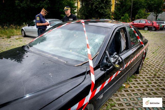 Znakują samochody, które powinny zniknąć z bełchatowskich parkingów. Kary dla właścicieli mogą iść w tysiące złotych - Zdjęcie główne