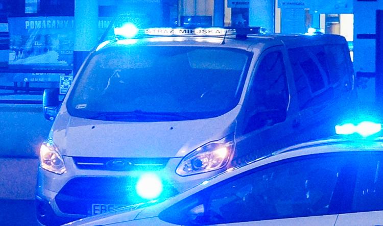 Rzucał krzesłami w centrum Bełchatowa. Znaleziono przy nim ''biały proszek'' - Zdjęcie główne