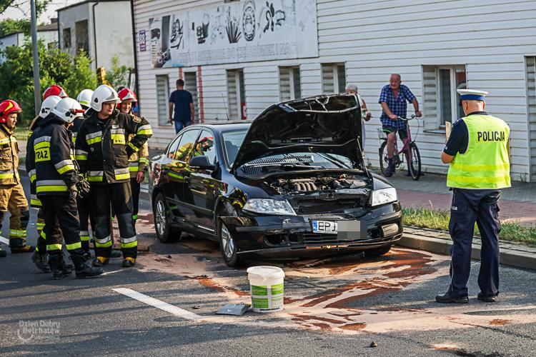 Zderzenie czołowe na Pabianickiej. Kierowca zasnął za kierownicą [FOTO] - Zdjęcie główne