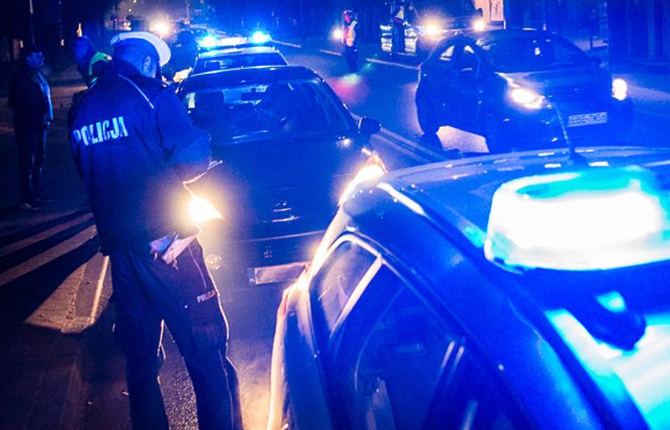 Co robiła kobieta na tylnym siedzeniu auta w Ruścu? Teraz grozi jej do 5 lat więzienia  - Zdjęcie główne