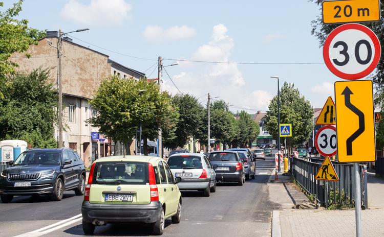 """Miasto przygotowało """"niespodziankę"""" dla kierowców na Pileckiego. Wielu pomysł krytykuje - Zdjęcie główne"""