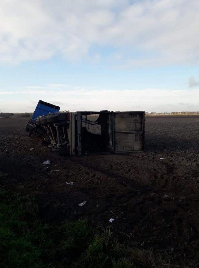 Rozbity bus, TIR na boku. Groźnie pod Ruścem  [FOTO] - Zdjęcie główne