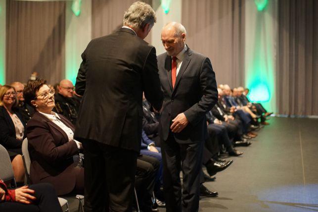 Uroczysta akademia z okazji Barbórki. Górnicy przyjęli odznaczenia i gratulacje [FOTO] - Zdjęcie główne