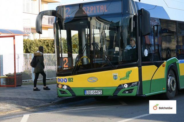 Aplikacja namierzy autobusy i pomoże wybrać najkrótszą drogę przez Bełchatów. Można ją już pobrać - Zdjęcie główne