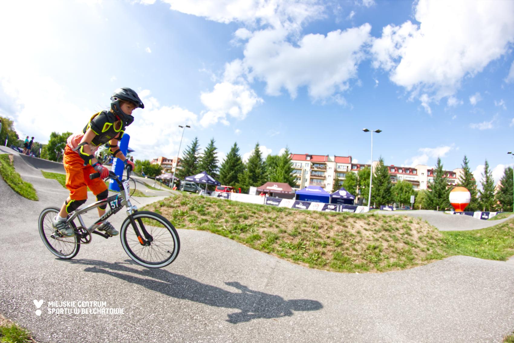 Ekstremalni rowerzyści rywalizowali w Bełchatowie. Zobacz zmagania sportowców [FOTO] - Zdjęcie główne