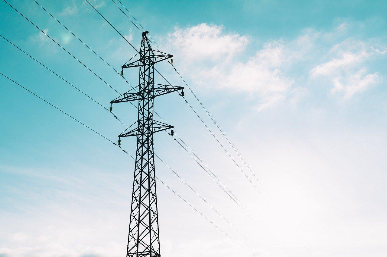 Dwie główne ulice w Bełchatowie bez prądu. Kiedy wystąpią utrudnienia?  - Zdjęcie główne