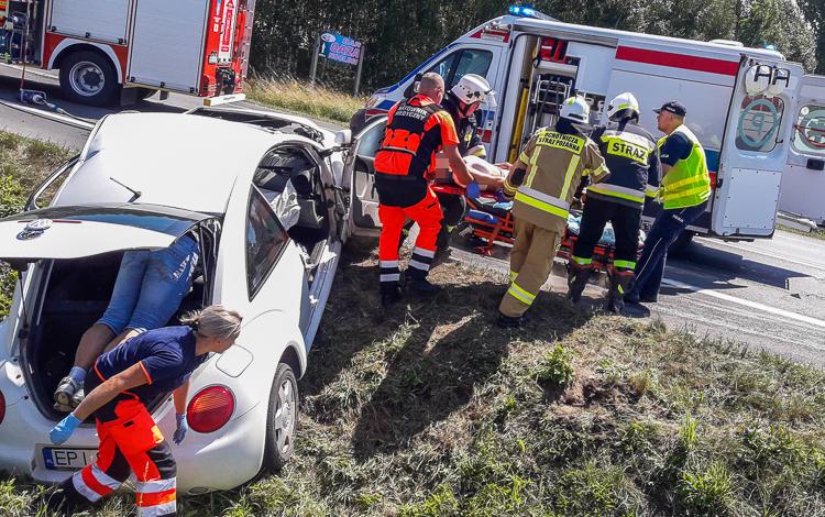 Wypadek i dramatyczne sceny koło Szczercowa. Karetki pogotowia zabrały rannych [FOTO] - Zdjęcie główne