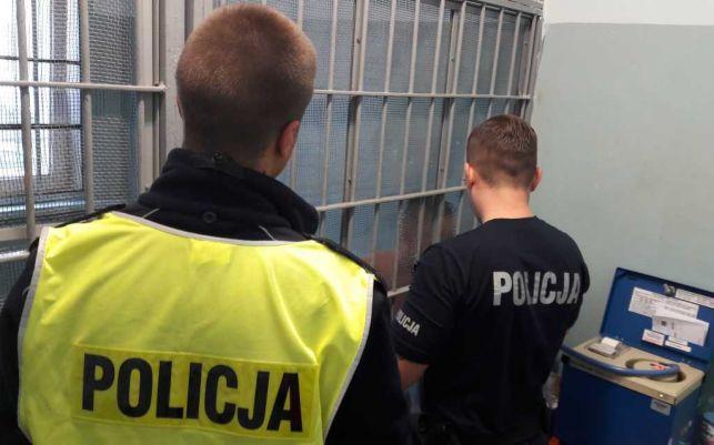 Dacia z pijanym kierowcą na ulicach Bełchatowa. Dwie kolizje, potrącenie własnego pasażera i obywatelskie zatrzymanie - Zdjęcie główne