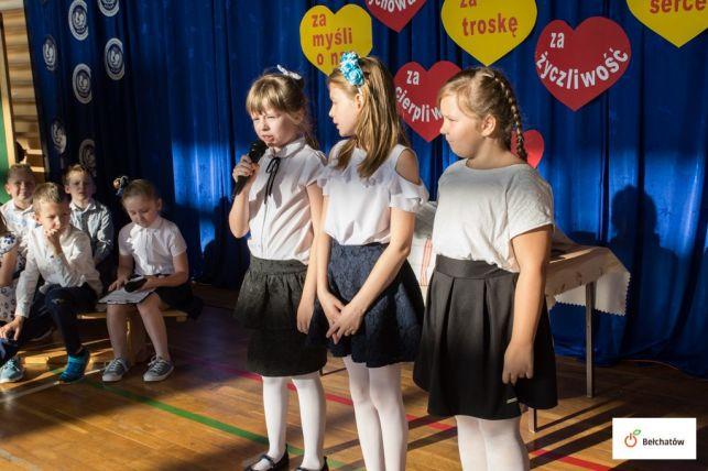 """Uczniowie z bełchatowskiej  """"trzynastki"""" świętowali Dzień Nauczyciela [FOTO] - Zdjęcie główne"""