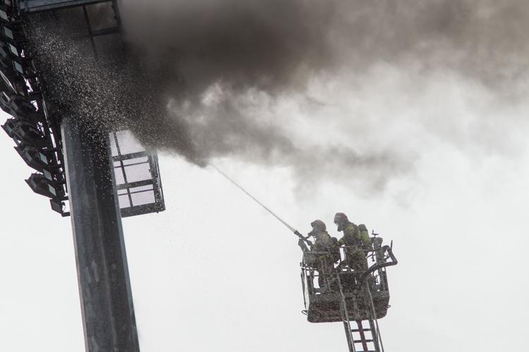 Pożar na stadionie GKS-u przy ulicy Sportowej. Strażacy wezwali wóz z drabiną [FOTO] - Zdjęcie główne