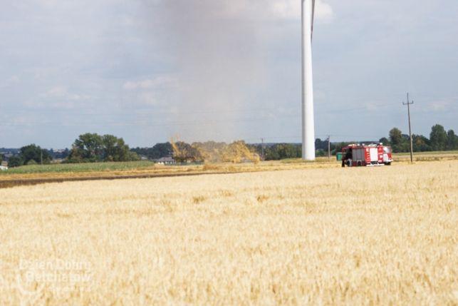 Taniec żywiołów pod Bełchatowem. Najpierw spłonęły 4 hektary pola, potem pojawił się wir powietrzny [FOTO][VIDEO] - Zdjęcie główne