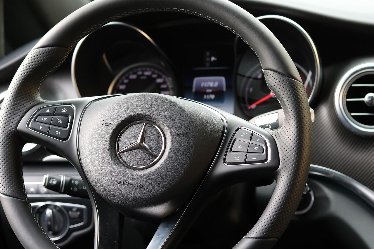 Kupno i sprzedaż samochodu a podatki - podstawowe informacje - Zdjęcie główne